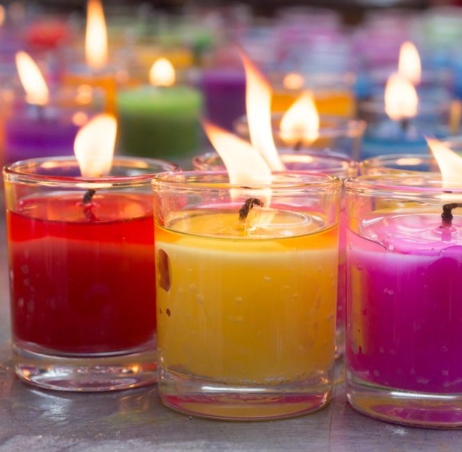 Brakuje Ci miłości? Zapal świecę i wyczaruj płomienne uczucie!