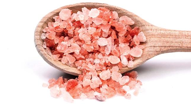 Domowe SPA: sól wygładzi i doda blasku