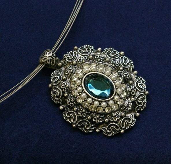 Jeśli masz starą biżuterię, oczyśćjąz pechowej energii