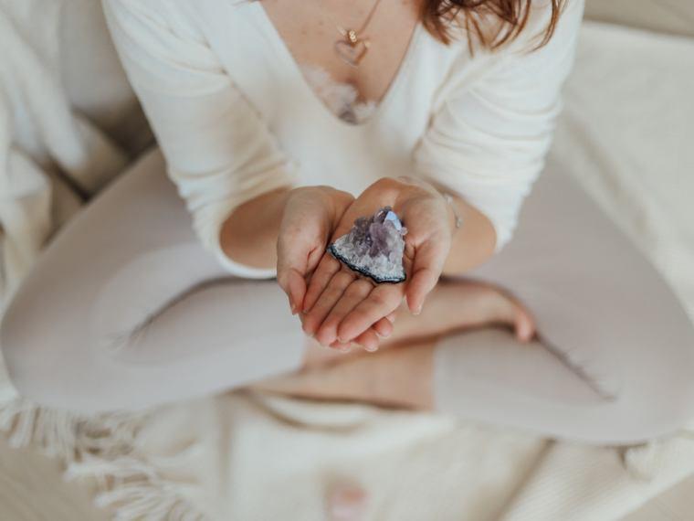runy ochronne domu, biała magia ochrona domu, kamienie ochronne