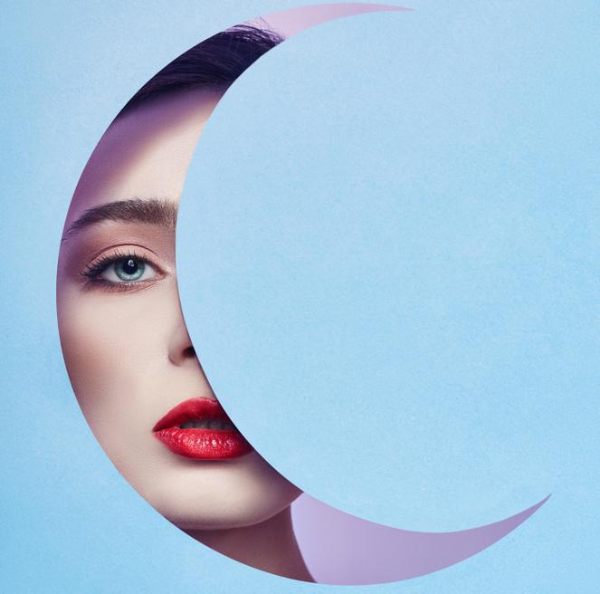 twarz kobiety, nów księżyca
